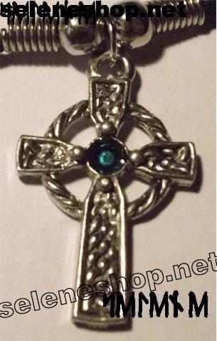ciondolo croce celtica pietra verde