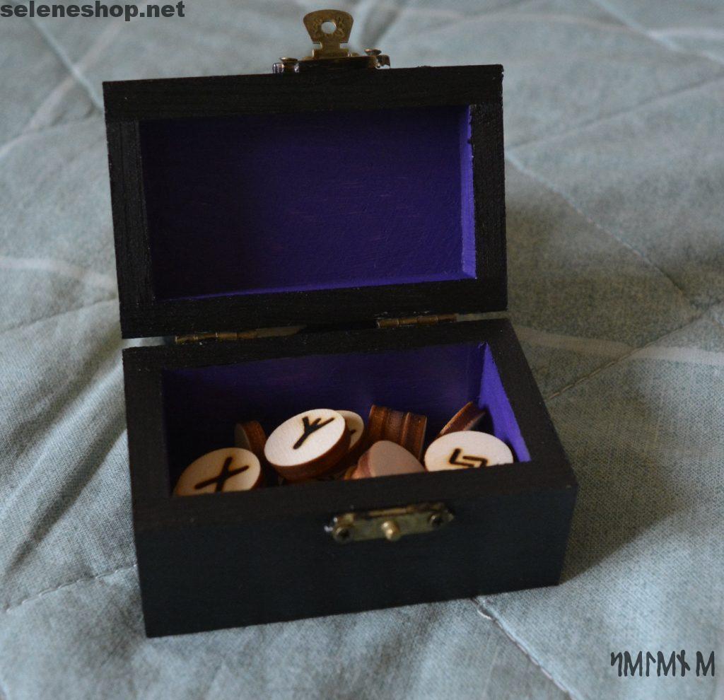 scatola aperta nero viola rune