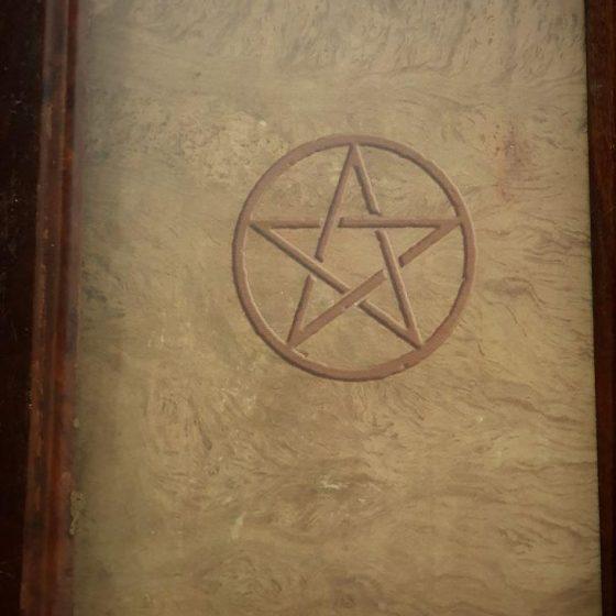 Pentáculo del Libro de las Sombras