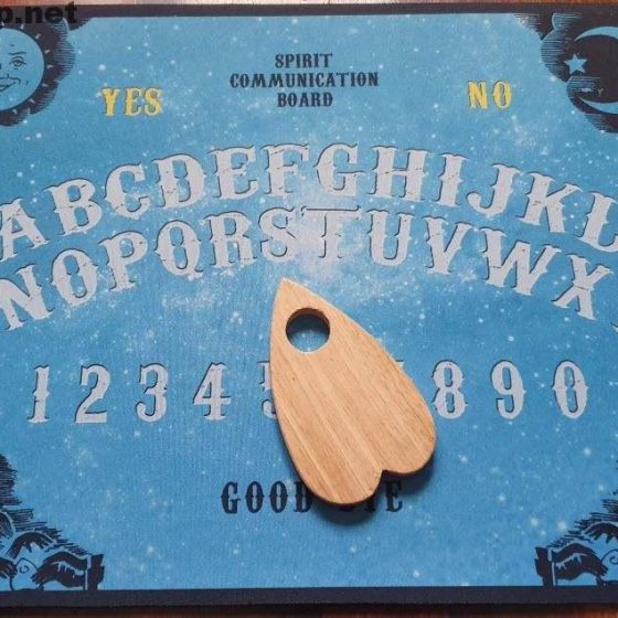 Tavola Ouija - spirit communication board